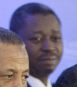 Togo President Faure Gnassingbe reacts to Obama's finger gesture, apparently with disapproval
